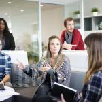 【インタビュー】IT業界未経験からIT企業の営業になった人に伺った~経緯と、必要な資格、仕事はきついのか~